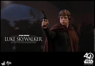 Hot Toys - Star Wars ROTJ - 1 6th Luke Skywalker Collectible Figure 06