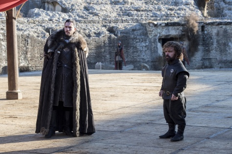 Jon Snow (Kit Harington) e Tyrion Lannister (Peter Dinklage) – Credito Macall B. Polay_HBO