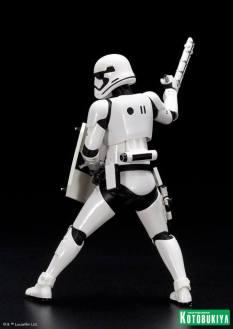 Kotobukiya - Star Wars TFA First Order Stormtrooper FN-2199 ARTFX+ Statue 02