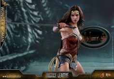 Hot Toys - Justice League - 1 6th scale Wonder Woman Collectible Figure 07.jpg